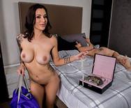 Лесбийский секс стройных темноволосых подружек в постели - 5