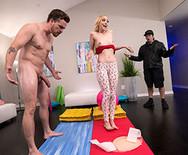 Порно анал с стройной молоденькой блондой в спортзале - 5