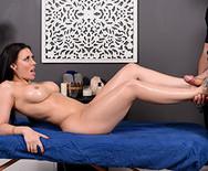 Жесткий секс темноволосой массажистки с настоящим ебарем - 2