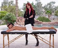 Красивый секс двух молодых возбужденных телок после массажа - 1