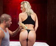 Трах в пизду с сексуальной блондинкой после йоги - 1