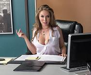 Секс в офисе с роскошной стройной красоткой - 2