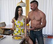 Порно юной модели с взрослым похотливым мужиком - 3