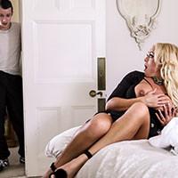 Смотреть трах в пизду с роскошной мамашей в постели