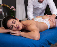 Секс молодой красотки с опытным массажистом - 2