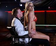 Анальное порно с развратной сексуальной блондинкой в клубе - 3