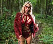 Секс в лесу с роскошной городской блядью - 1
