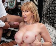 Межрассовое порно пышной зрелой дамочки с темнокожим юнцом - 5