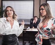 Порно ЖМЖ с роскошными телками в офисе - 1