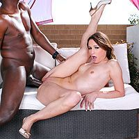 Межрасовый анальный секс негра с симпатичной девушкой