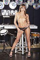 Межрасовый секс негра со стройной девушкой в клубе #3