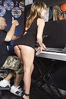 Межрасовый секс негра со стройной девушкой в клубе #5