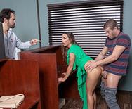 Горячий секс с молоденькой ненасытной брюнеткой на столе - 4