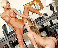 Пошлые блондинки мастурбируют бритые киски на работе - 5