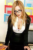 Пошлые блондинки мастурбируют бритые киски на работе #1