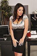 Жгучие брюнетки с большими сиськами трахаются страпоном в офисе #1