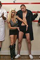 Изысканный секс молодой полицейской блондинки и брутального бандита #5