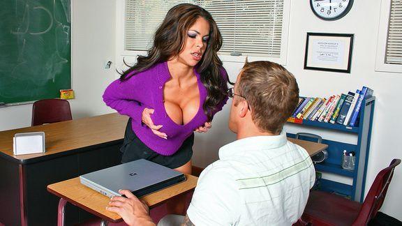 Горячий секс студента с пышногрудой развратной училкой