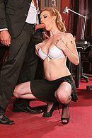 Смотреть классический секс с сексуальной начальницей в черных чулках в офисе #5