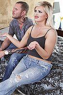 Аппетитная возбужденная блондинка занимается анальным сексом с парнем подруги #5