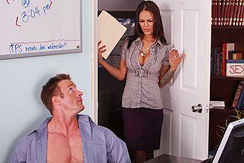 Смотреть страстный секс босса с восхитительной молодой секретаршей