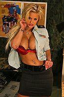 Смотреть секс солдата с сексуальной блондинкой с большими сиськами в казарме #1
