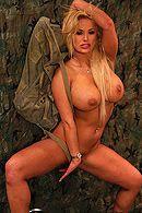 Смотреть секс солдата с сексуальной блондинкой с большими сиськами в казарме #4
