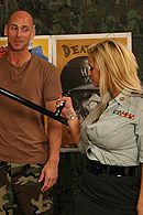 Смотреть секс солдата с сексуальной блондинкой с большими сиськами в казарме #5