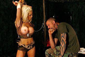 Нежный секс с пленной красивой молодой блондинкой