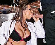 Групповой секс сексуальных девушек с большими сиськами со злым парнем - 2