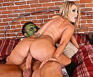 Групповой секс сексуальных девушек с большими сиськами со злым парнем - 4