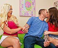 Жесткий секс в анал с двумя молодыми сучками - 1