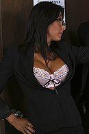 Секс зрелой секретарши с большой грудью на столе #4