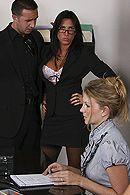 Секс зрелой секретарши с большой грудью на столе #5