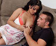 Порно с горячей латинской мамочкой с большими сиськами - 1