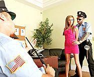 Смотреть жесткий секс с двойным проникновением в грудастую блондинку - 1