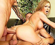 Смотреть жесткий секс с двойным проникновением в грудастую блондинку - 5