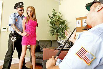Смотреть жесткий секс с двойным проникновением в грудастую блондинку