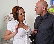 Смотреть горячий секс студентки в униформе с преподом в туалете - 1