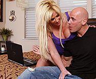 Смотреть порно со зрелой грудастой блондинкой на большом пенисе - 1