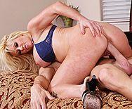 Смотреть порно со зрелой грудастой блондинкой на большом пенисе - 4