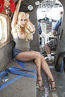 Вагинальный секс со светловолосой зрелой пассией в самолете #2
