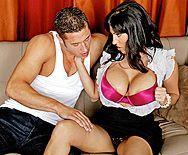 Смотреть секс в пизду с зрелой жгучей брюнеточкой с огромными сиськами - 2