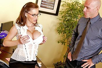 Секс босса со зрелой пышногрудой секретаршей