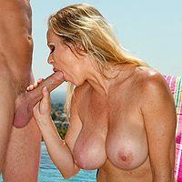 Смотреть трах в пизду с горячей зрелой блондой с большими сиськами