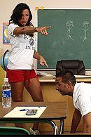 Смотреть порно с зрелой грудастой училкой в школе #5