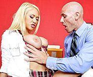 Директор трахает в пизду школьницу с большими сиськами - 1