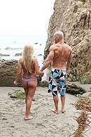 Красивый секс на свежем воздухе с грудастой блондинкой #5