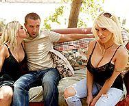 Смотреть секс на природе с очаровательной блондинкой с большими сиськами - 1