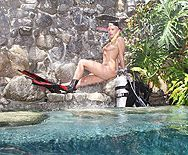Смотреть трах в пизду блондинки с большими сиськами под водой - 1